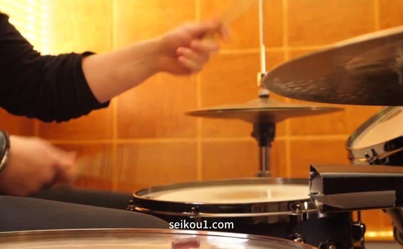 ドラムの叩き方を学ぶ
